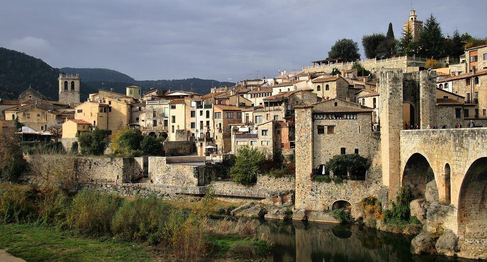 besalu pueblos medievales girona