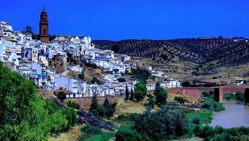 pueblo bonito Andalucía montoro