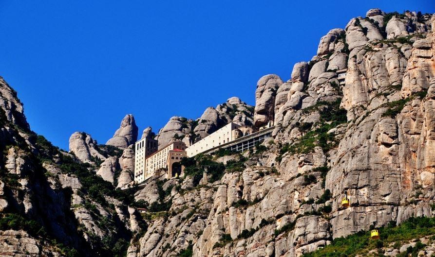 Montserrat pueblos bonitos cerca de barcelona