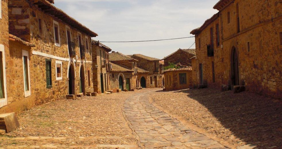 pueblos bonitos cerca de leon Castrillo de los Polvazares